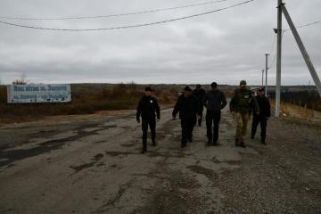 La police continuera à servir à Zolote et à Katerynivka, en dépit du retrait des troupes