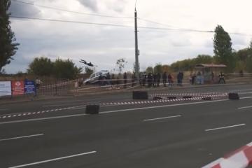 Schrecklicher Verkehrsunfall in Tscherkassy: Auto beim Rennen in Menschenmenge geschleudert