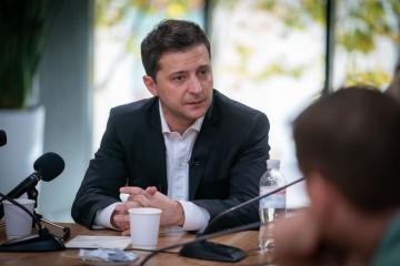 """Zełenski oferuje """"tym, którzy są za Rosją"""", aby się przeprowadzili z Donbasu"""