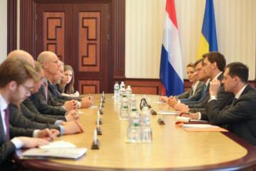 Goncharuk asegura al ministro de Exteriores holandés que Ucrania continuará con la integración europea
