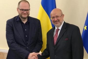 Borodiansky y Zannier discuten la protección de los derechos de las minorías nacionales