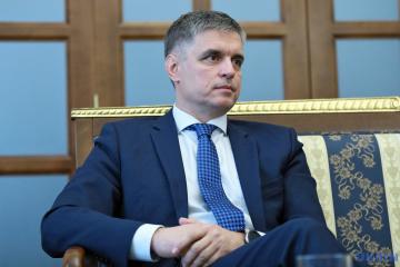 Außenminister Prastajko nennt Bedingungen für Wahlen in besetzten Gebieten von Donbass