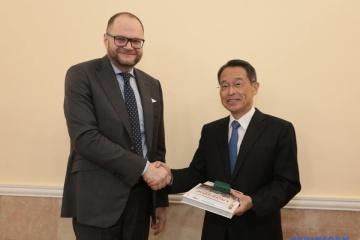 Borodiansky trata con el embajador japonés los preparativos para los Juegos Olímpicos de 2020