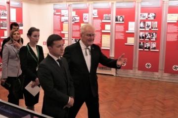 Zelensky vista el Museo de la Ocupación de Letonia