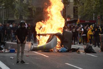 Власти Барселоны оценили убытки от массовых беспорядков в более €2 миллиона