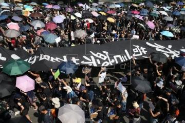 В Гонконге возобновились протесты - на улицы вышли тысячи людей