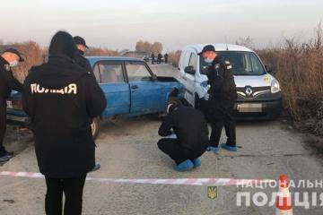 """Під Києвом невідомі обстріляли водія авто — поліція оголосила спецоперацію """"Сирена"""""""