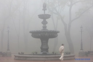 Un épais brouillard approche de Kyiv