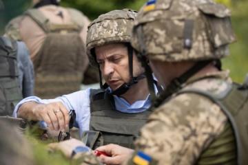 Encuesta: Voluntarios, Zelensky y el ejército gozan de mayor confianza entre los ucranianos