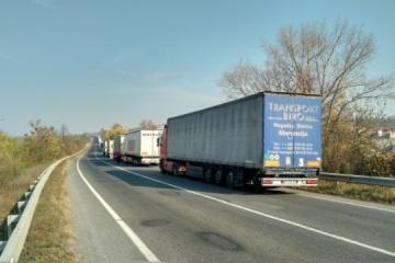 Na wyjeździe z Ukrainy na słowackiej granicy kolejka ma ponad 10 km
