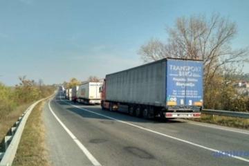 На кордоні з Польщею у чергах стоять дві сотні авто