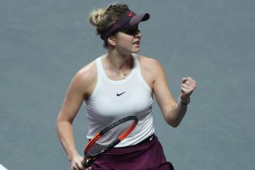 Svitolina pasa a las semifinales de las Finales de la WTA tras derrotar a Halep