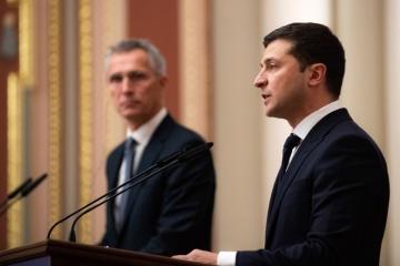 Zelensky trata con Stoltenberg el agravamiento de la situación de seguridad en el Donbás