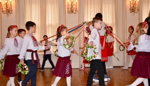 Учні української школи «Намисто» представили гаївки й колядки на концерті в Лейпцигу