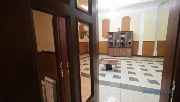 Буфет, душ, библиотека: на вокзале в Киеве открыли зал ожидания для военных