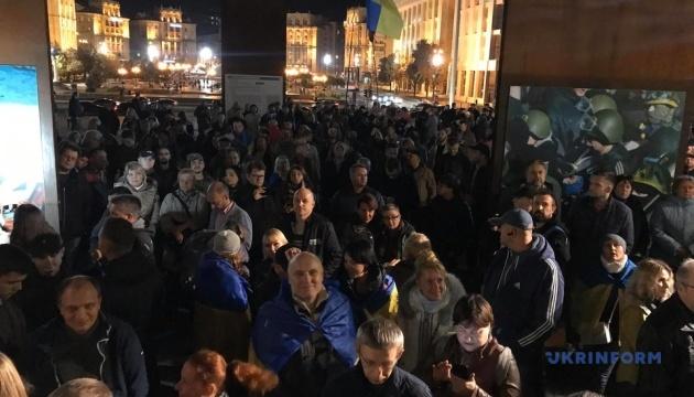 Люди почали розходитися з Майдану, обіцяють у середу зібратися знову