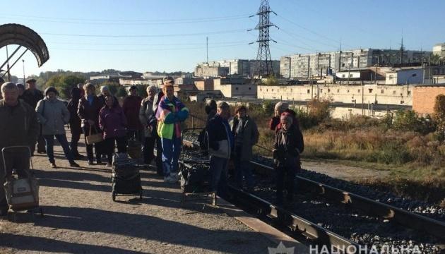 Жители Сум остановили поезд — требовали оставить дополнительные остановки
