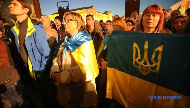 """Нет капитуляции"": на Майдане снова митингуют против ""формулы Штайнмайера"" 2"
