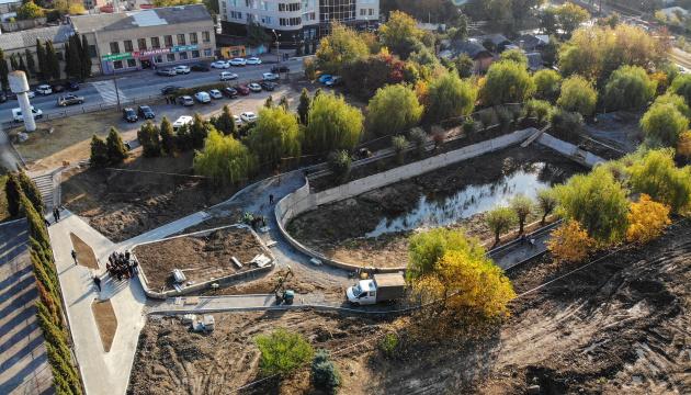 У Вінниці занедбане озеро перетворюють на міський публічний простір