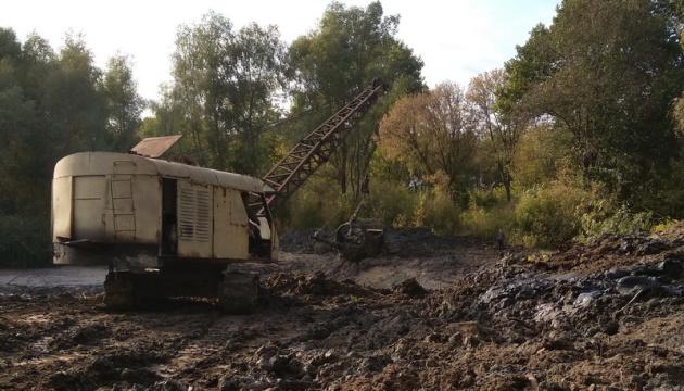У Куликівській громаді розчищають водойму площею майже 2 га