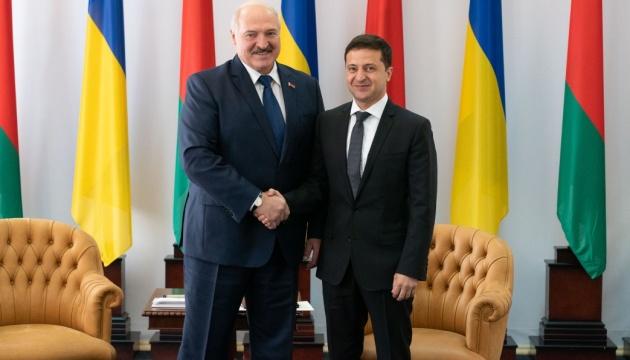 Зеленский и Лукашенко начали встречу с глазу на глаз