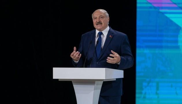 Лукашенко заявив, що вчителям, які не підтримують державну ідеологію, не місце в школах