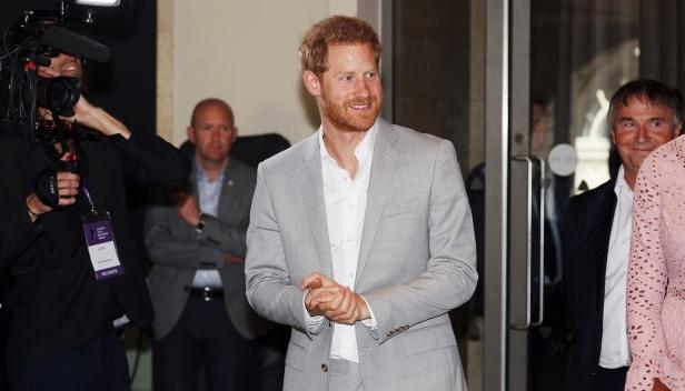 Принц Гарри подал в суд на британские таблоиды за телефонное хакерство