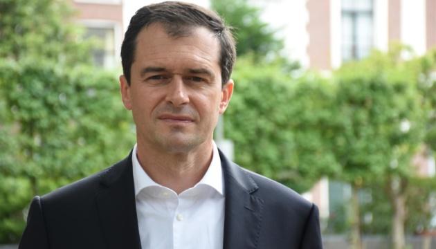 Боротися з коронавірусом у Нідерландах допомагають колишні медики – посол