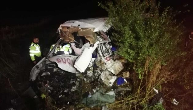 У Румунії лоб у лоб зіткнулися фура і мікроавтобус, десятеро загиблих