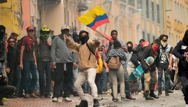В Эквадоре из-за массовых беспорядков ввели чрезвычайное положение