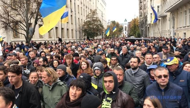 Учасники віча на Майдані ухвалили звернення до Президента і Ради