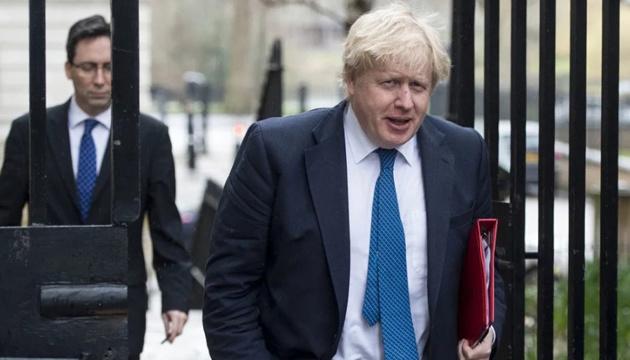 Джонсон анонсував послаблення певних карантинних обмежень в Британії