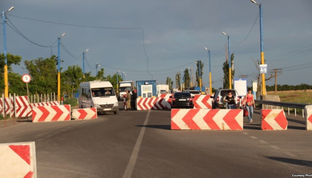 Over two million citizens cross administrative border with Crimea since year-start