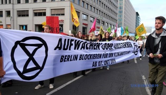 Тисячі кліматичних активістів заблокували центр Берліна