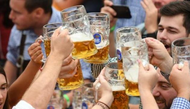 На Октоберфесті випили пива на 200 тисяч літрів менше, ніж торік