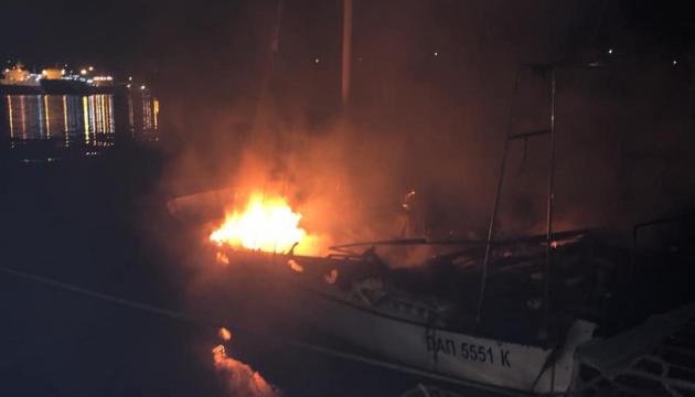 На причалі під Одесою згоріла яхта місцевого депутата - ЗМІ