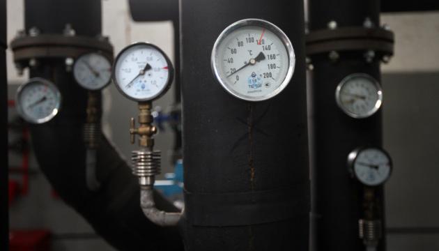 У Києві поки що не відключають опалення – через холод і дистанційку