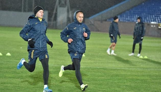 Первый день сбора команды Шевченко завершился тренировкой на поле и в зале