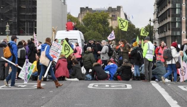 Кліматичні протести: у Лондоні затримали понад 300 екоактивістів