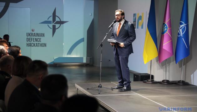 Інтеграція України в НАТО стосується реформ в усьому уряді - глава представництва Альянсу