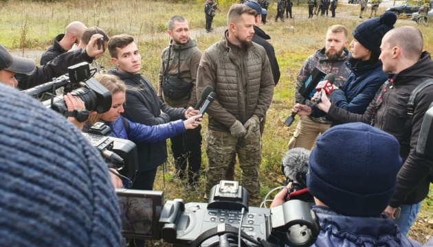 Добровольцев, направляющихся в Золотое, пропустили через блокпост в Кременной