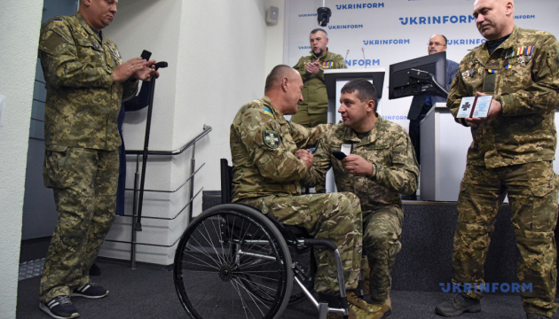 «Сталевий хрест непереможних»: нагородження героїв України
