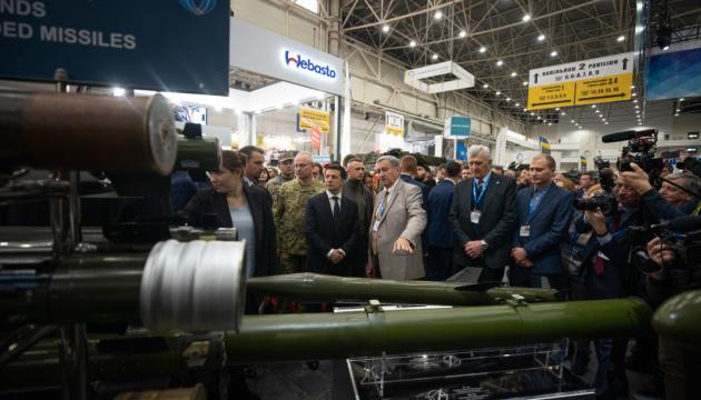 Зеленский на выставке оружия: У нас должна быть еще более мощная армия