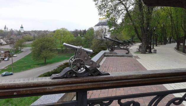 На стародавньому Валу в Чернігові з'явилася 13-та гармата