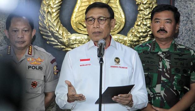 В Індонезії напали з ножем на міністра безпеки