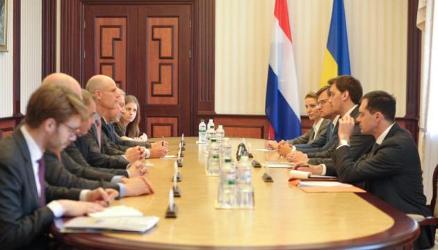 Гончарук запевнив главу МЗС Нідерландів, що Україна продовжить євроінтеграцію