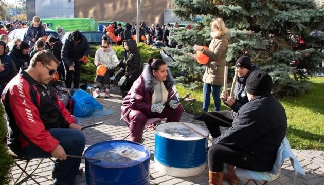 ПриватБанк будет судиться с заводом Коломойского - из-за агрессивных пикетчиков