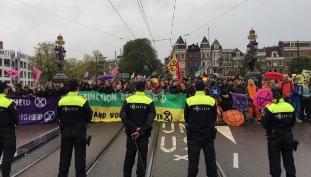 В Амстердамі -