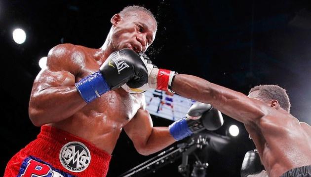 Американський боксер впав у кому після удару суперника