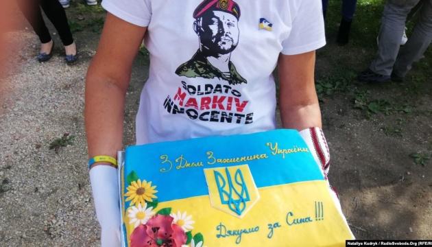 Украинцы в Италии посетили мать осужденного нацгвардейца Маркива